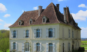 Elegant Eight Bedroom Manor House with Lake, Dordogne
