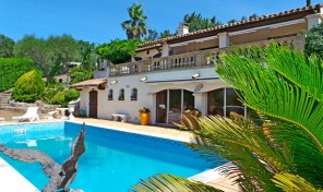Traditional Villa with Pool on a Private Domain in Grimaud