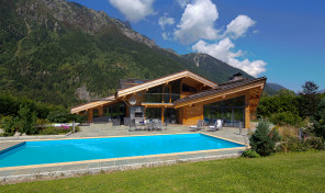 Stunning Luxury Chalet with Independent Apartment Near Chamonix